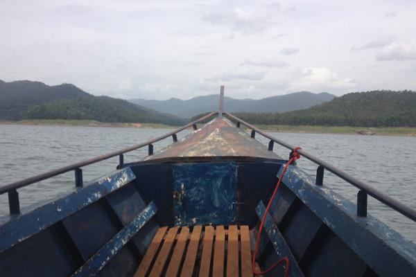 Mae-ngat-dam-boat