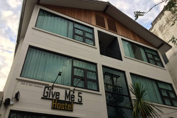 Give-me-5-hostel